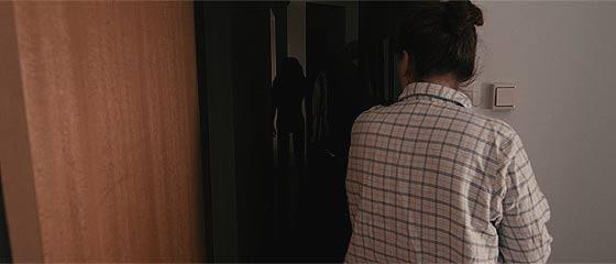 【動画】幅広い光の色調を再現するデジタルフィルムカメラBlackmagic Cinema Cameraで撮影されたホラー映像『 Lights Out 』【閲覧注意】