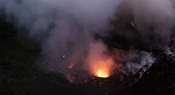 dji-phantom-flies-into-volcano2