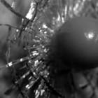 【動画】秒間1000万フレームという、超々高速・高画質連続撮影が可能な高速度ビデオカメラHyperVision HPV-Xで撮影した、ガラスの割れる瞬間の映像