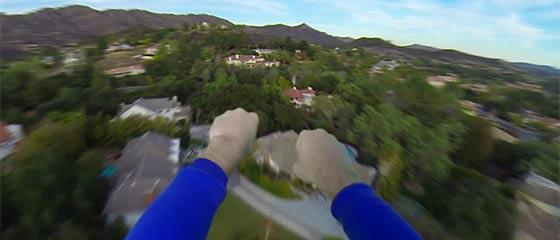 【動画】何と言う爽快感!大空を颯爽と飛びつつ犯罪を解決し、火事の現場から美女を救出するスーパーマン目線のGoPro映像。と、そのメイキング映像。