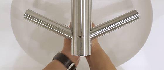 革新的な技術で新しい製品を開発し続けるDYSONによる、最短12秒で手を乾かしてしまう蛇口一体のハンドドライヤー『 Airblade Tap 』