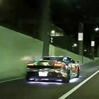 【動画】ギンギラギンに全くさり気なくない、ド派手にLEDで光らせた高級外車ランボルギーニで街を駆る映像