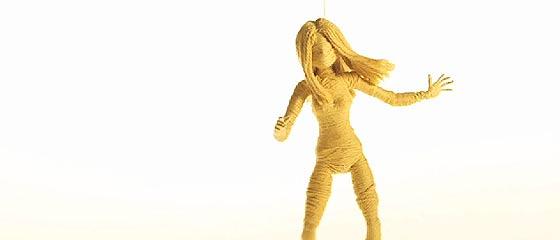 【動画】連綿と紡がれては受け継がれていく儚い命を、毛糸で作った人形のストップモーションアニメーションで描く、ホロリと物悲しい音楽PV『 Moving On 』