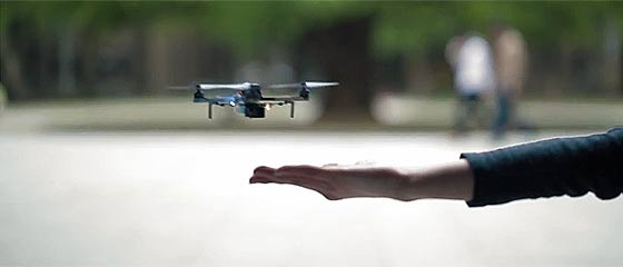 【動画】東京大学の航空宇宙工学専攻の学生達が研究している、掌や障害物を検知しながら位置や姿勢を制御する超小型クアッドコプター『 Phenox 』が凄い