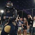 【動画】ワールドカップ直前!甲冑を身に纏ったサムライフットボウラーが単身ブラジルに乗り込み、リフティング対決をする映像がカッコいい、カップヌードルのCM『サムライ in ブラジル』