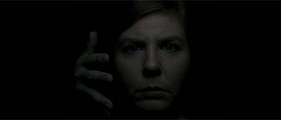 【動画】暗闇の中、走れど走れど扉が遠ざかっていく!?ホラー調でありながらオチが笑える映像作品『 NOT SO FAST 』