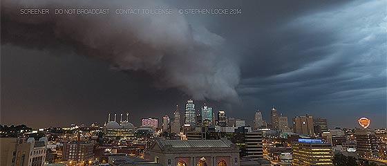 【動画】まるで大きな生き物の様にアメリカ・カンザスシティへ迫る、アーチ雲と積乱雲を撮影したタイムラプス映像『 Arcus Cloud Kansas City 』