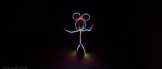 【動画】今年もやって来た!見慣れた子供が棒人間に早変わりする、LEDを使ったハロウィンコスプレ衣装のミニー・マウスバージョンが面白い!