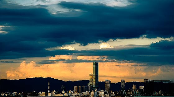 様々な形に変化する雲を切り取った、心洗われるタイムラプス映像『 above 』1