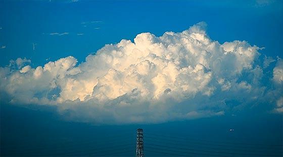 様々な形に変化する雲を切り取った、心洗われるタイムラプス映像『 above 』3
