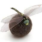 繊細な手作業の光るフェルトや刺繍でできた昆虫標本たち