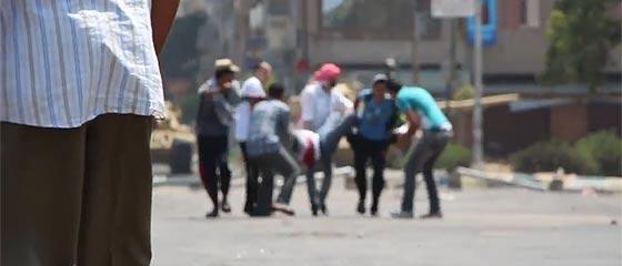 【動画】酷い様相を呈してきたエジプト政府治安部隊による、デモを行う無抵抗の市民への発砲
