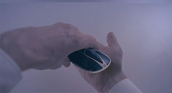 1つのナットが掌の上で次々に姿を変えていくHONDAのCM 『Hands』4