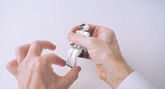 1つのナットが掌の上で次々に姿を変えていくHONDAのCM 『Hands』6