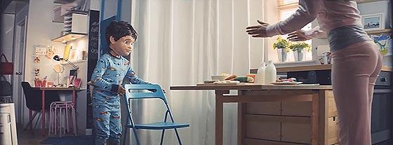 狭いスペースもIKEAの家具を使うと有効活用できますよというCM動画『 One Room Paradise 』2