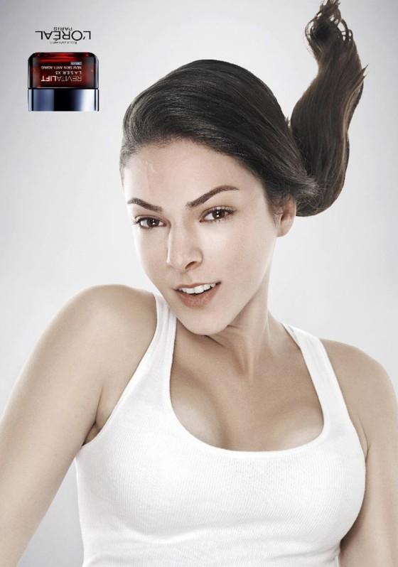 アンチエイジングやたるんだお肌を上げるリフトアップを上手く表現した、L'Orealのクリエイティブな広告『Revitalift Upside Down』1