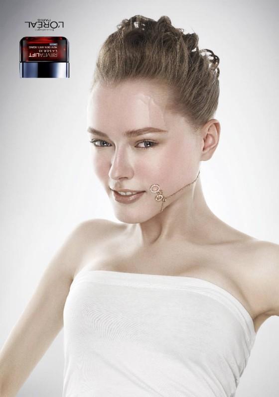 アンチエイジングやたるんだお肌を上げるリフトアップを上手く表現した、L'Orealのクリエイティブな広告『Revitalift Upside Down』2