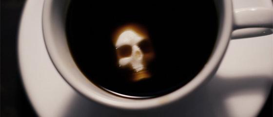 暗い液体に浮かぶ髑髏と骨の形をした角砂糖のコンセプトモデル