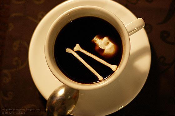 暗い液体に浮かぶ髑髏と骨の形をした角砂糖のコンセプトモデル まさに不気味