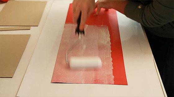 手作業で製本を行うスタジオによる、製本作業の流れを収めた美しい動画5