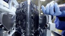 最先端の工場で製造・組み立てされる、AppleのMac Proの製造風景を収めたプロモーション映像6