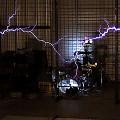 【動画】稲妻を発生させるテスラコイルを使って、映画パシフィックリムのテーマを演奏するパフォーマンス映像が凄い