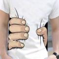 【オススメ】これであなたも『進撃の巨人』の登場人物に?! 巨人に掴まれた所を再現できるTシャツが販売中