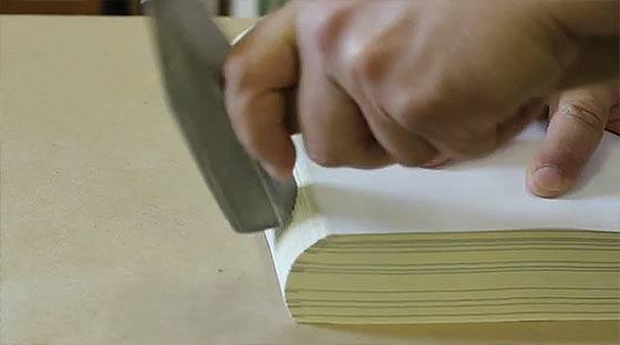 1冊1冊をしっかりと手作りで仕上げていく、製本スタジオの工程を収めた空気感の素晴らしい映像『 Birth of a book 』2