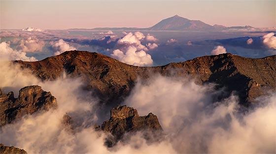 スペイン領カナリア諸島のラ・パルマ島の雄大な自然を収めた、息を飲む美しさのタイムラプス映像『 El Cielo de La Palma 』1