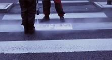 エミネムによる、引き算の光るとってもクリエイティブな屋外広告2