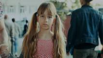 アルコールの摂取し過ぎや児童虐待をする親は、子供たちからどう見られているのかを突きつけるCM動画『 Fragile Childhood - Monsters 』1