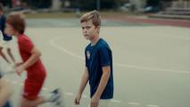 アルコールの摂取し過ぎや児童虐待をする親は、子供たちからどう見られているのかを突きつけるCM動画『 Fragile Childhood - Monsters 』4