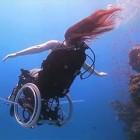 【動画】車椅子に乗ったまま海中を軽やかに飛行する幻想的な映像作品『 Freewheeling – Creating the Spectacle! 』
