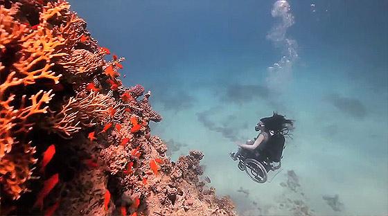 車椅子に乗ったまま海中を軽やかに飛行する幻想的な映像作品『 Freewheeling - Creating the Spectacle! 』4