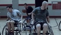 激しくぶつかり合う車椅子バスケットボールを通じて、漢の熱い友情を謳うギネス・ビールのCM動画2