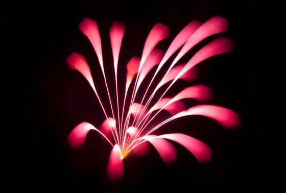 長時間露光とリフォーカスという技法で撮影した花火の画像が美しい11