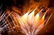 長時間露光とリフォーカスという技法で撮影した花火の画像が美しい5