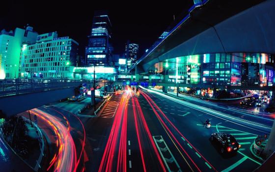 車のライトの軌跡が美しい、長時間露光で撮影した様々な大きさの壁紙素材『 16 Stunning Long Exposure Wallpapers 』-tokyo-city-at-night