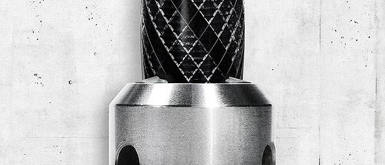makita(マキタ)の電動工具は世界中で様々な建築を支えている事を暗示した、シンプルで力強いポスター広告