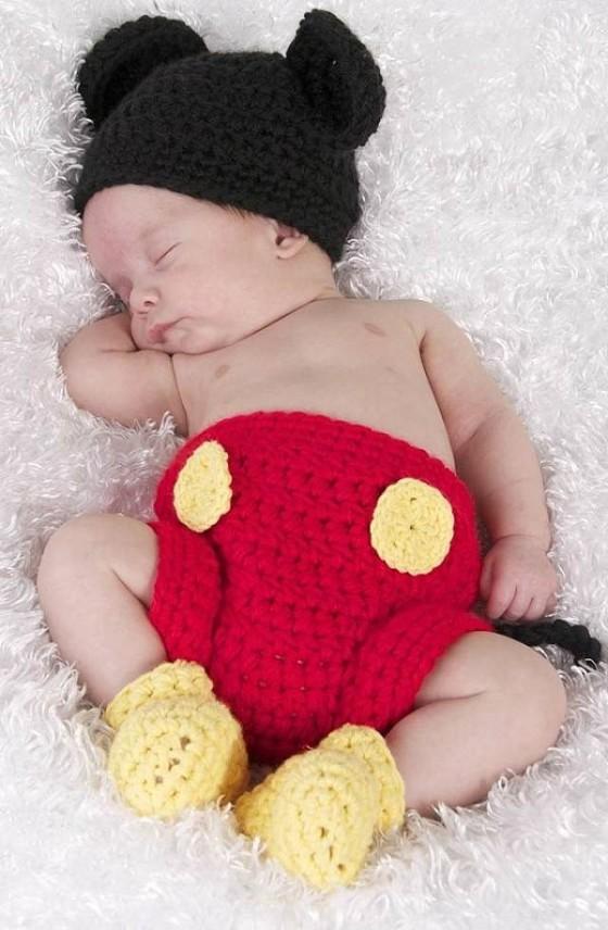 これはとっても可愛い!赤ん坊にミッキーマウスやミニーマウスのコスプレをさせてみた!1