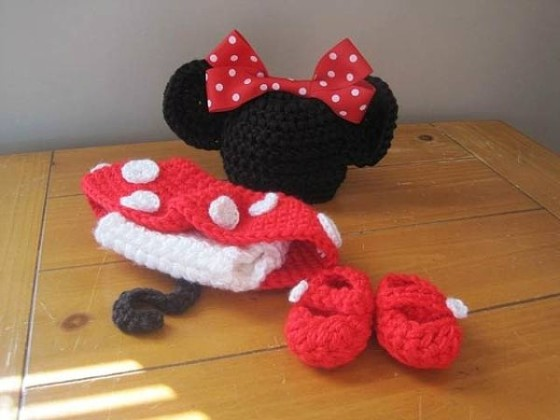 これはとっても可愛い!赤ん坊にミッキーマウスやミニーマウスのコスプレをさせてみた!4