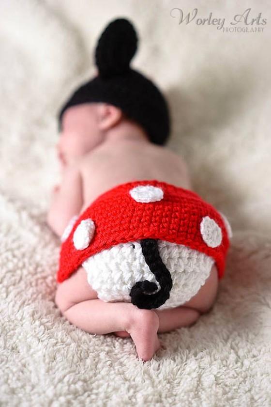 これはとっても可愛い!赤ん坊にミッキーマウスやミニーマウスのコスプレをさせてみた!5