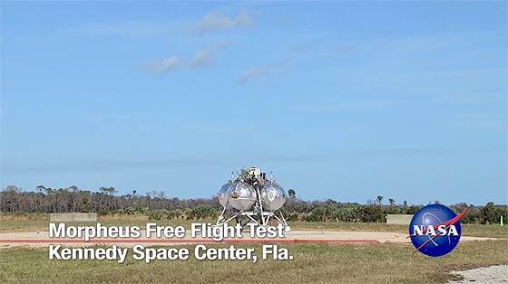 NASAが開発中の月面着陸船『 Morpheus 』が、約1分間の空中浮遊テストに成功した際の映像(と過去の失敗映像)5