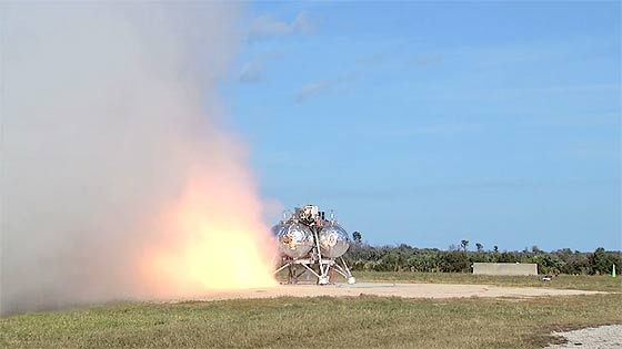 NASAが開発中の月面着陸船『 Morpheus 』が、約1分間の空中浮遊テストに成功した際の映像(と過去の失敗映像)6