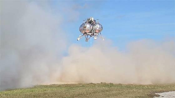 NASAが開発中の月面着陸船『 Morpheus 』が、約1分間の空中浮遊テストに成功した際の映像(と過去の失敗映像)7