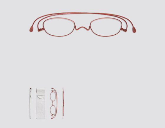 薄さはわずか2mm!2013年度GマークBEST100も受賞した、新しい丁番の形を活かした驚く薄さの老眼鏡『 Paper glass 』3
