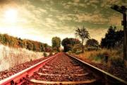 列車の線路をクローズアップした、とても綺麗な壁紙素材が配布中です1