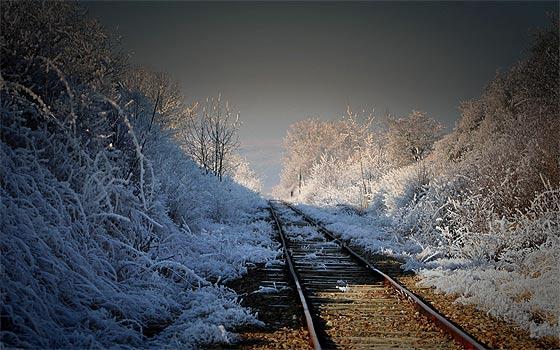 列車の線路をクローズアップした、とても綺麗な壁紙素材が配布中です13
