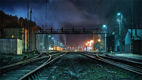 列車の線路をクローズアップした、とても綺麗な壁紙素材が配布中です14