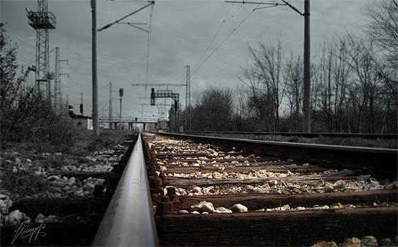 列車の線路をクローズアップした、とても綺麗な壁紙素材が配布中です8